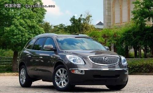 车内体现了豪华SUV的特点,内饰板大量采用真皮、实木和镀铬材