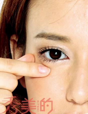 眼霜护理4个步骤图解