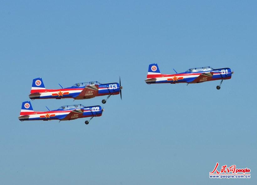 高清:中国空军北国春城展示风范 三支飞行表演队共舞蓝天