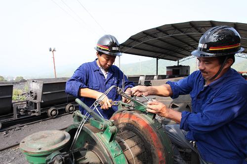9月12日,江西省乐平市五一煤矿两位维修工人在