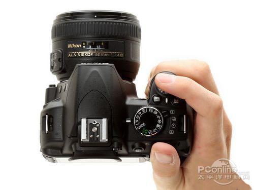 外观方面,尼康d3100单反相机和尼康d90一样拥有大众喜爱的造型
