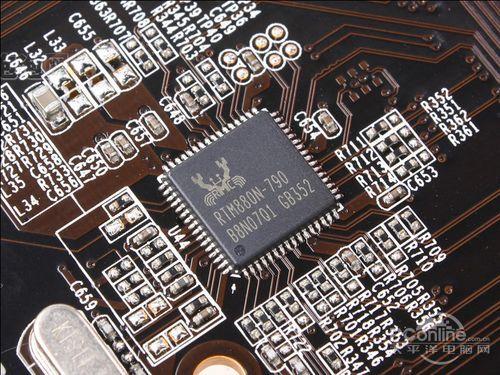 主板板载了一块alc887集成音效芯片,能够提供八声道高保真音频效果