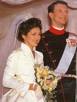 丹麦王妃文雅丽复婚_丹麦前王妃文雅丽:典范的情境穿衣