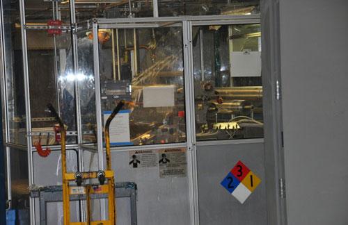 翡翠光学的专利生产线,双光技术,一次成型技术,就是这条线的厉害之处。