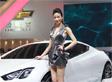 雪佛兰美女车模银装短裙