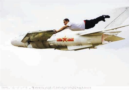 """加上小时候坐直升飞机的体验让他对飞行记忆深刻,便有了现在的""""失重悬"""