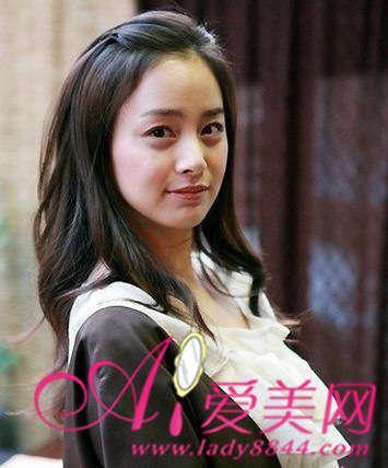 韩星爱苹果头发型 简单扎发超减龄