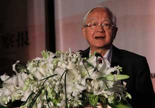 吴敬琏在年度演说新十年环节做主题演讲