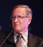 美国东西方中心主席E.Morrison