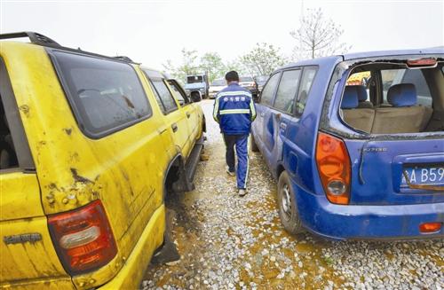 """车辆报废漏洞 让""""僵尸车""""处置成难题"""