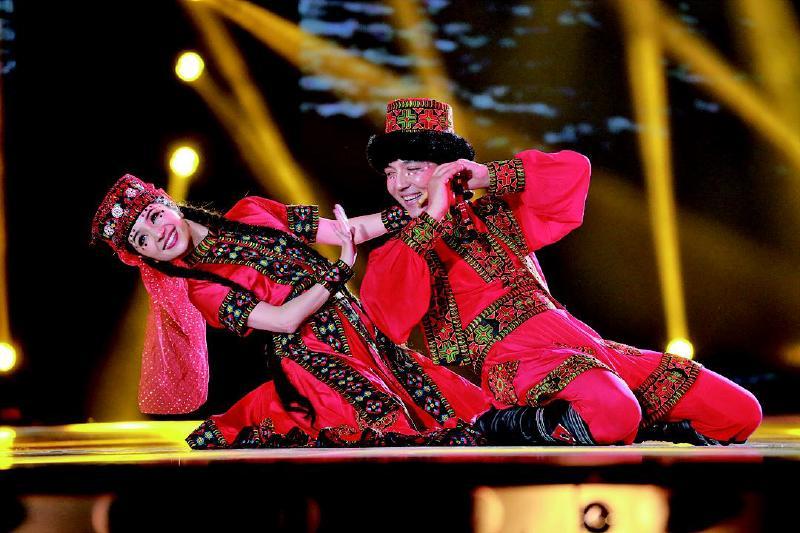 新疆舞者古丽米娜技压群雄