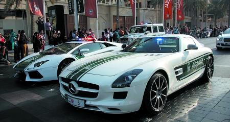"""的土豪国度"""",就连出租车用的都是豪车,在迪拜出租车起步费高清图片"""