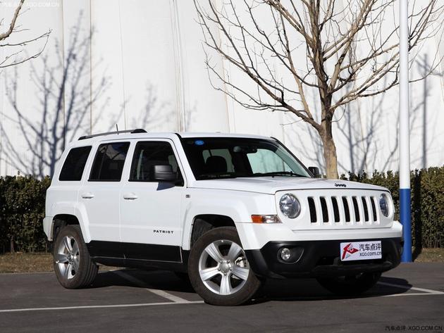 jeep自由客外形图高清图片