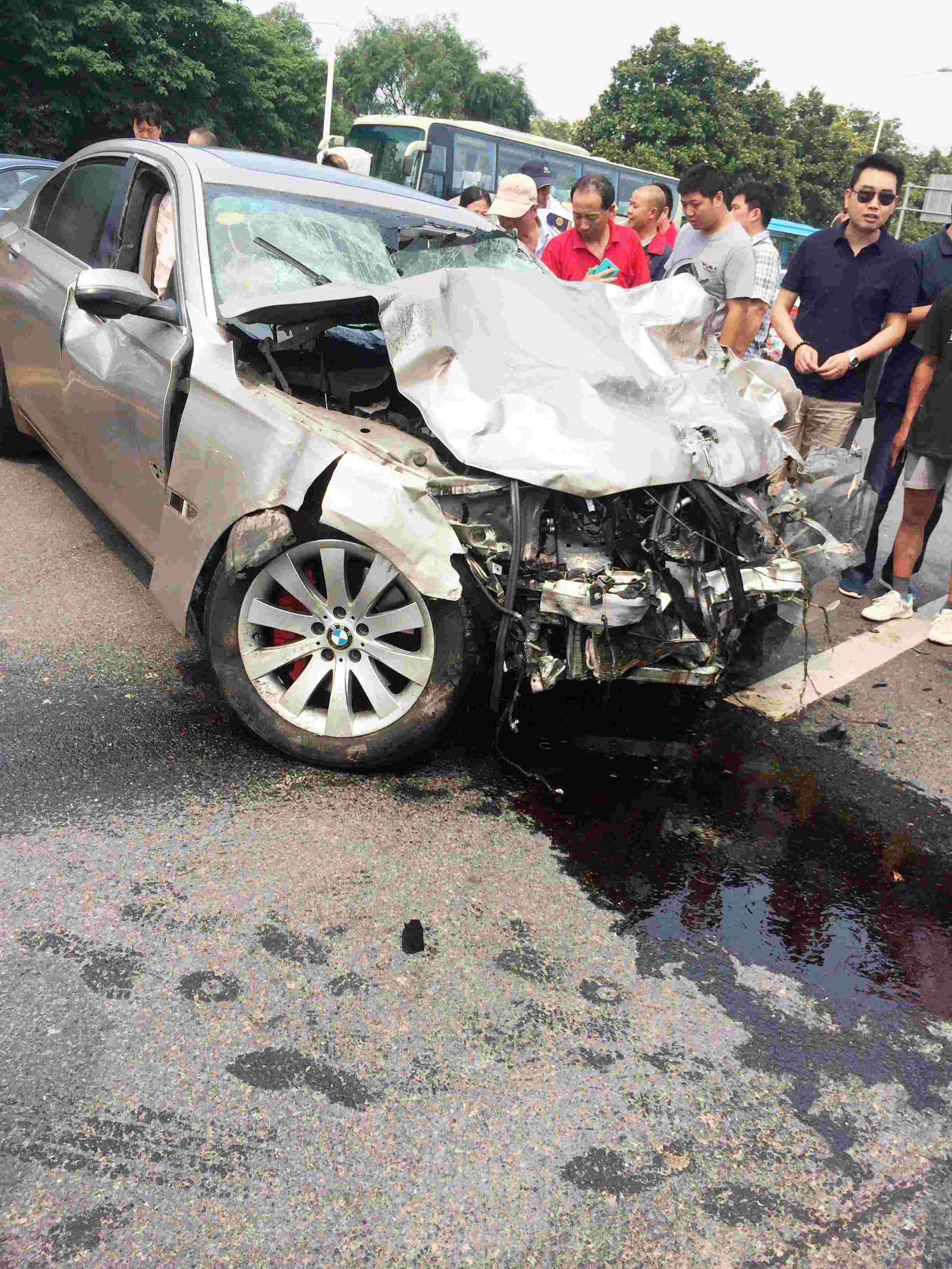 锐视角 1 南京市区发生一起车祸 已知造成2人死亡