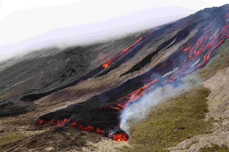 (锐视角)留尼汪岛火山喷发