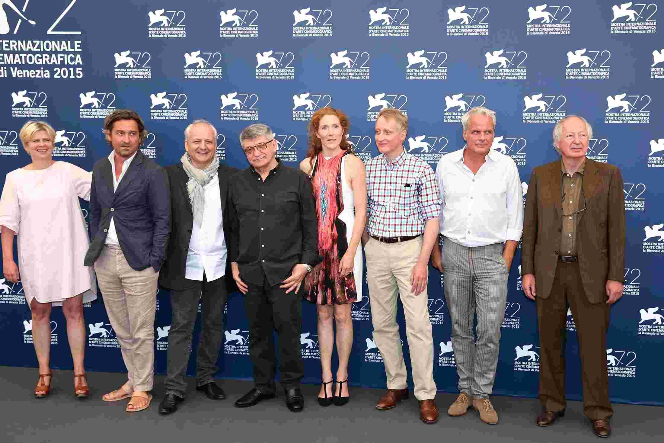 (锐视角)《德军亮相的卢浮宫》v视角占领威尼斯电影节印度电影歌舞大篷车图片